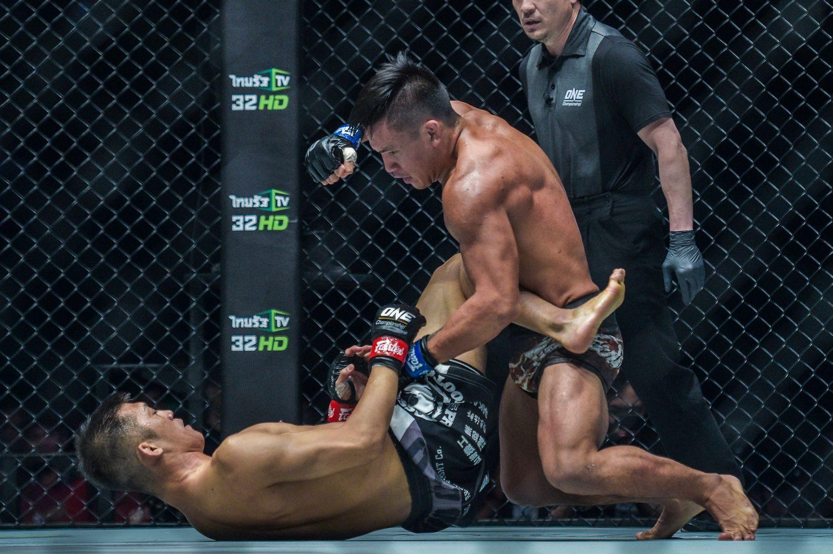 """Filipino-Kiwi mixed martial artist Mark """"Tyson"""" Fairtex Abelardo throws ground and pound"""