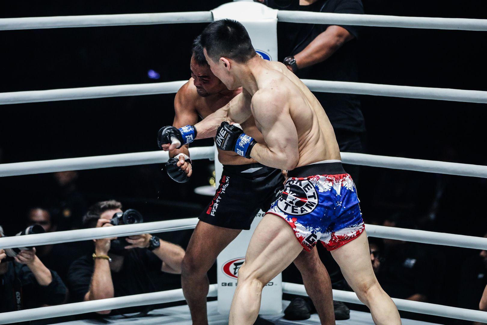 Miao Li Tao knocks out Dejdamrong Sor Amnuaysirichoke at ONE: ENTER THE DRAGON