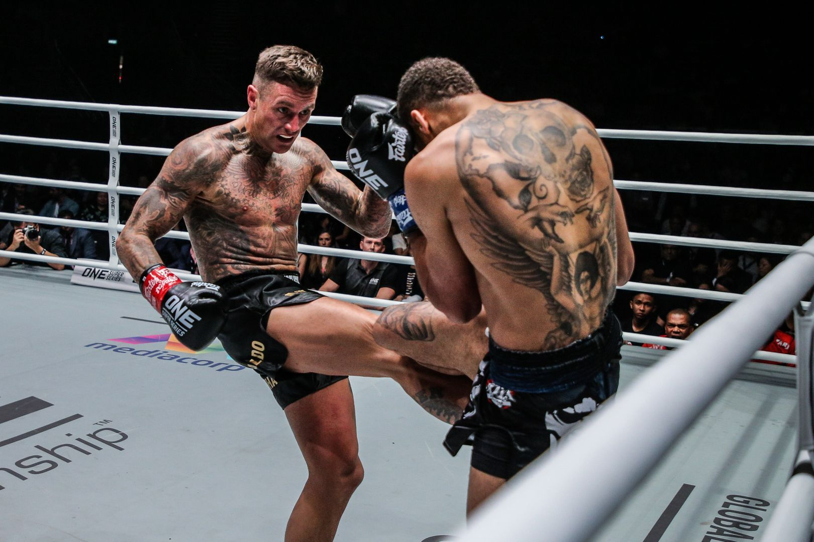 Dutch kickboxing legend Nieky Holzken cracks Regian Eersel with a kick at ONE: ENTER THE DRAGON in May 2018.