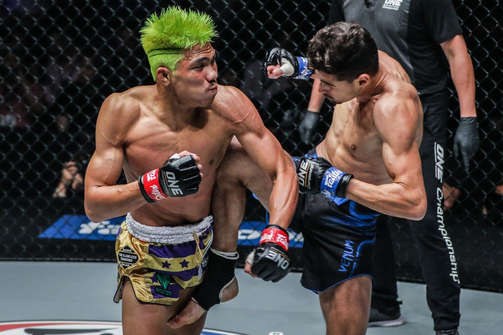 """Petchdam """"The Baby Shark"""" Petchyindee Academy defeats Elias """"The Sniper"""" Mahmoudi for the ONE Flyweight Muay Thai World Title at ONE: WARRIORS OF LIGHT"""