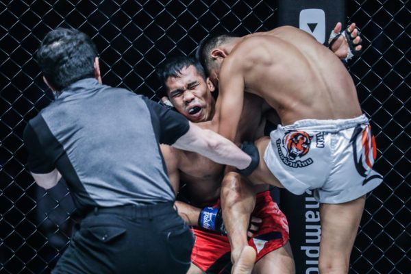 Pongsiri Mitsatit Finishes Robin Catalan In Round 1 With Stunning Knee