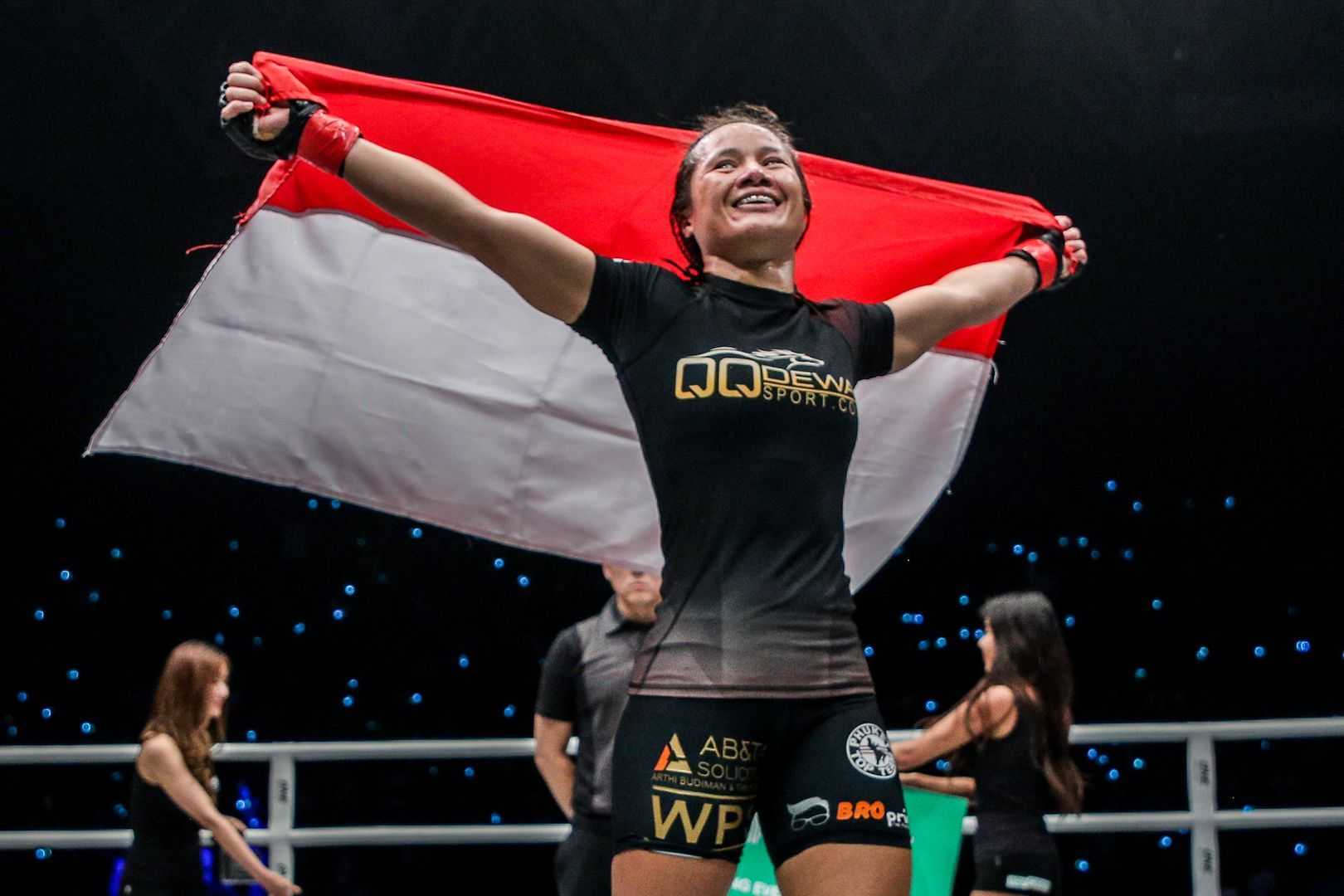 Priscilla Hertati Lumban Goal proudly raises the Indonesian flag