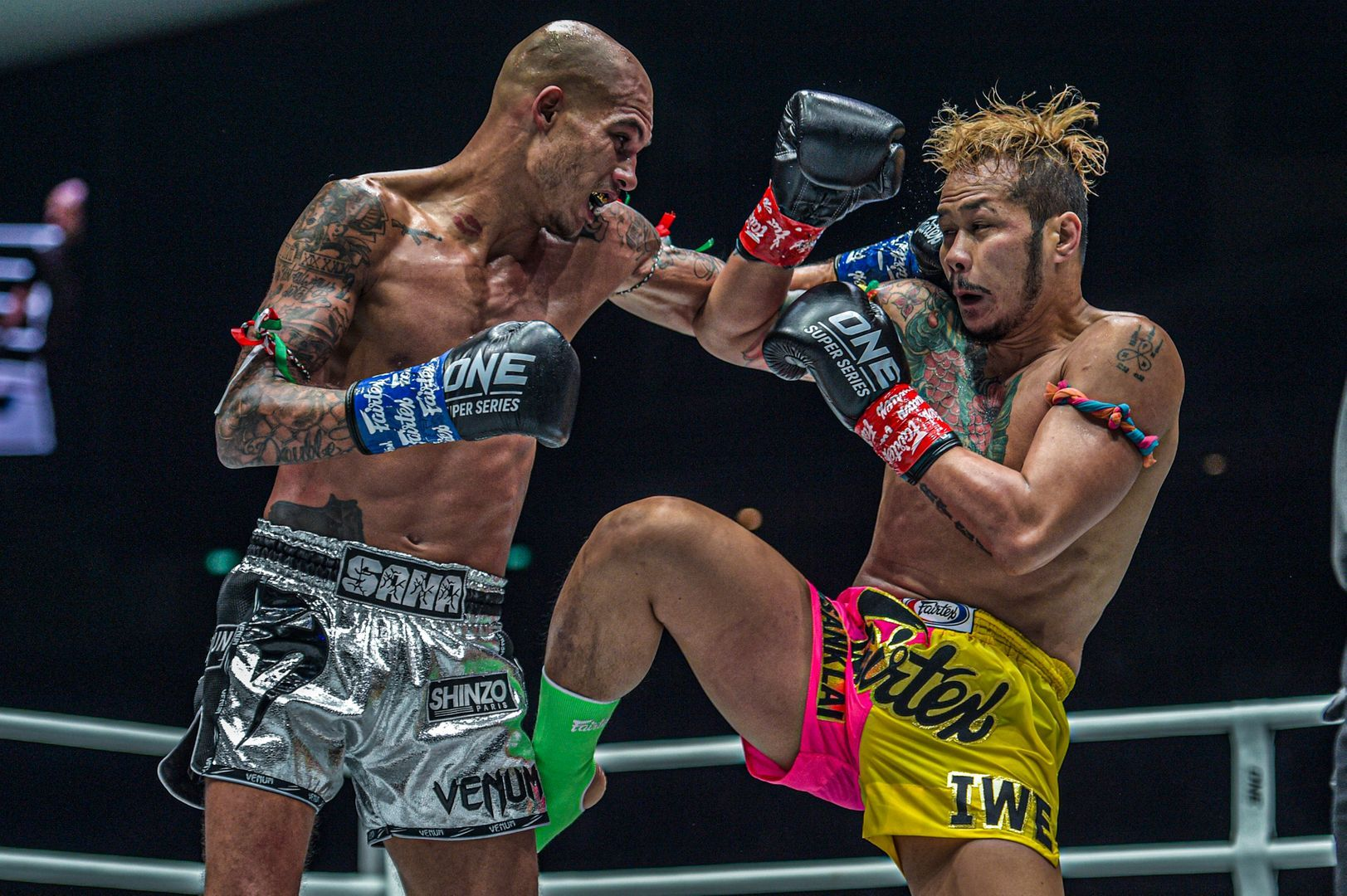 Samy Sana defeats Yodsanklai IWE Fairtex by unanimous decision at ONE: ENTER THE DRAGON in the ONE Super Series Featherweight Kickboxing World Grand Prix quarterfinals