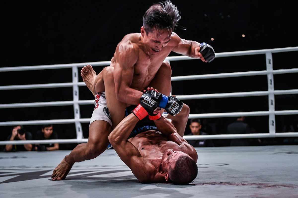 Indonesian MMA fighter Sunoto unleashes his ground-and-pound