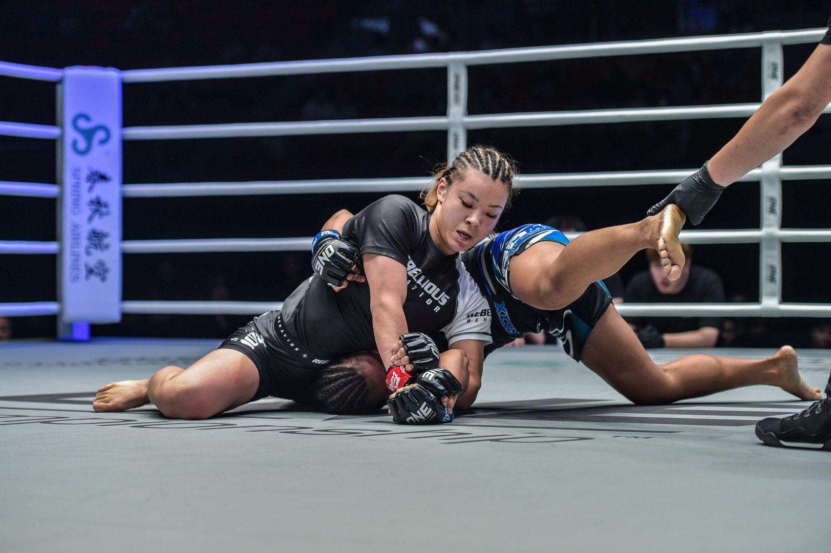 Itsuki Hirata submits Angelie Sabanal via Americana