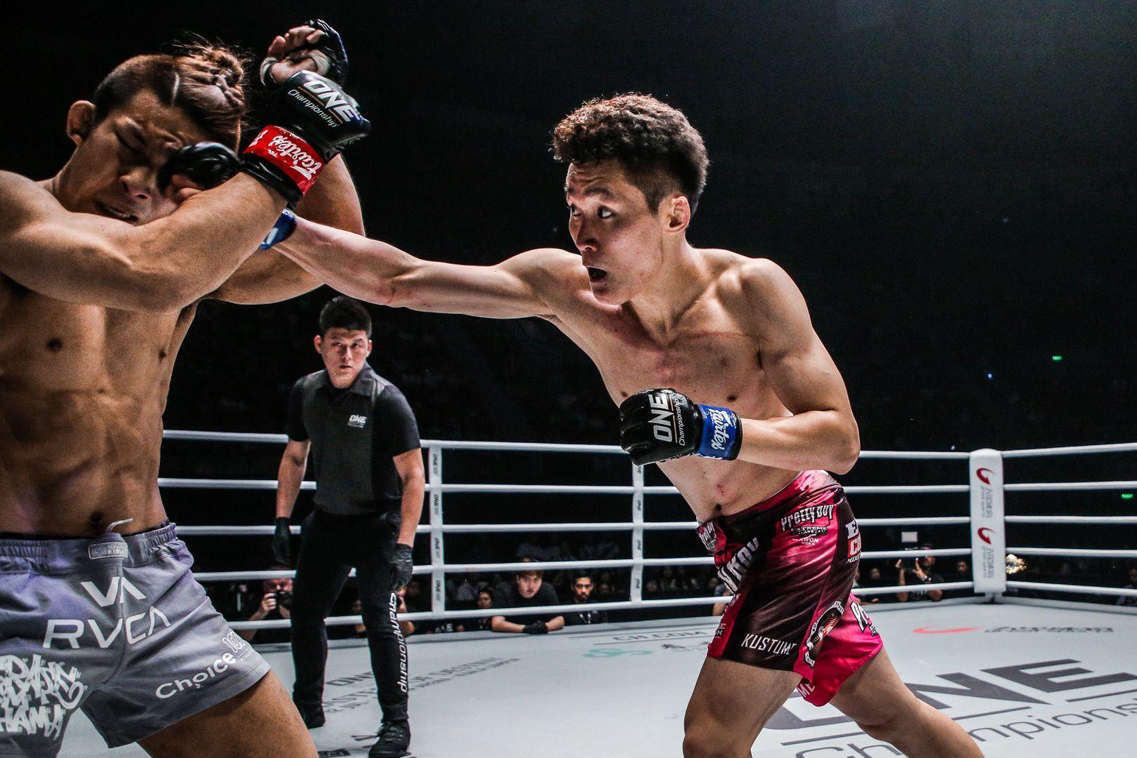 Kwon Won Il attacks Koyomi Matsushima