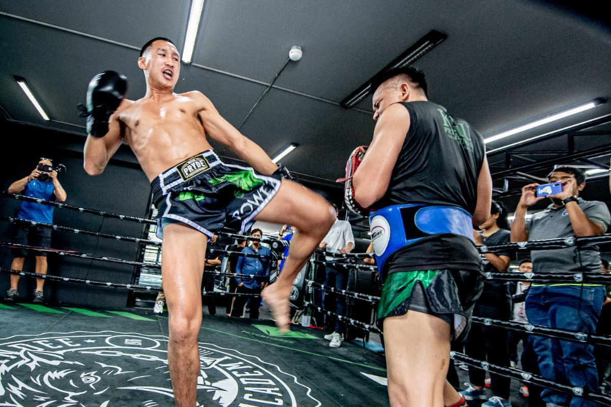 Muay Thai World Champion Petchmorakot Petchyindee Academy kicks for the photographers