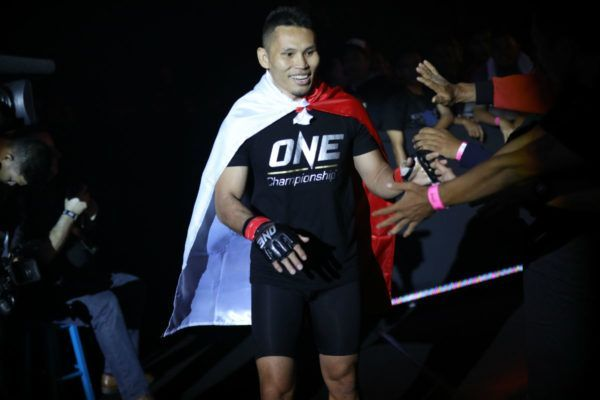 Victorio Senduk Predicts All-Out Stand-Up Battle With Phoe Thaw