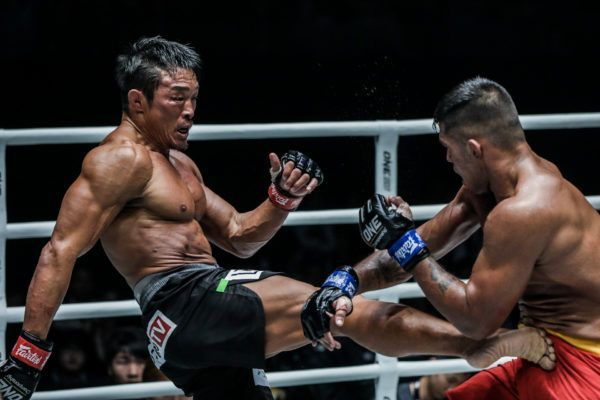Japanese-South Korean legend Yoshihiro Akiyama kicks Agilan Thani
