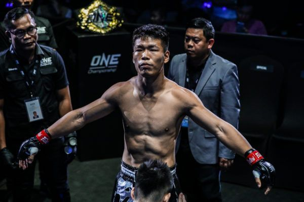 """Muay Thai Boy"" Zhang Chenglong gets ready to fight"