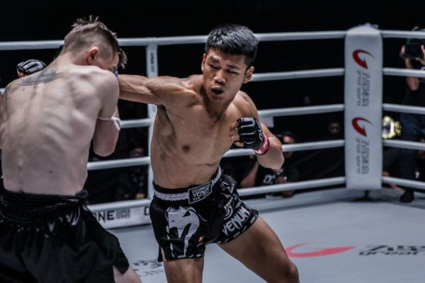 Zhang Chenglong goes for the knockout blow