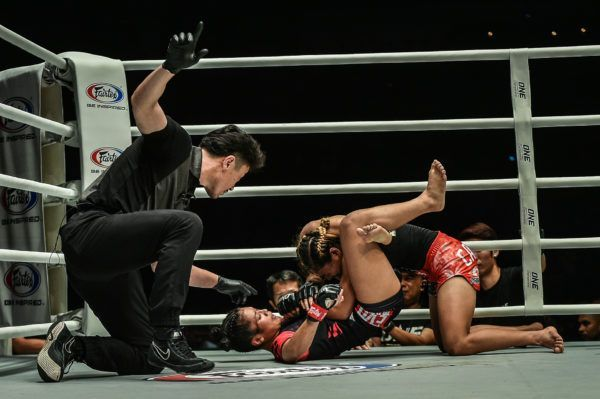 Jihin Radzuan submits Jomary Torrest with a triangle choke