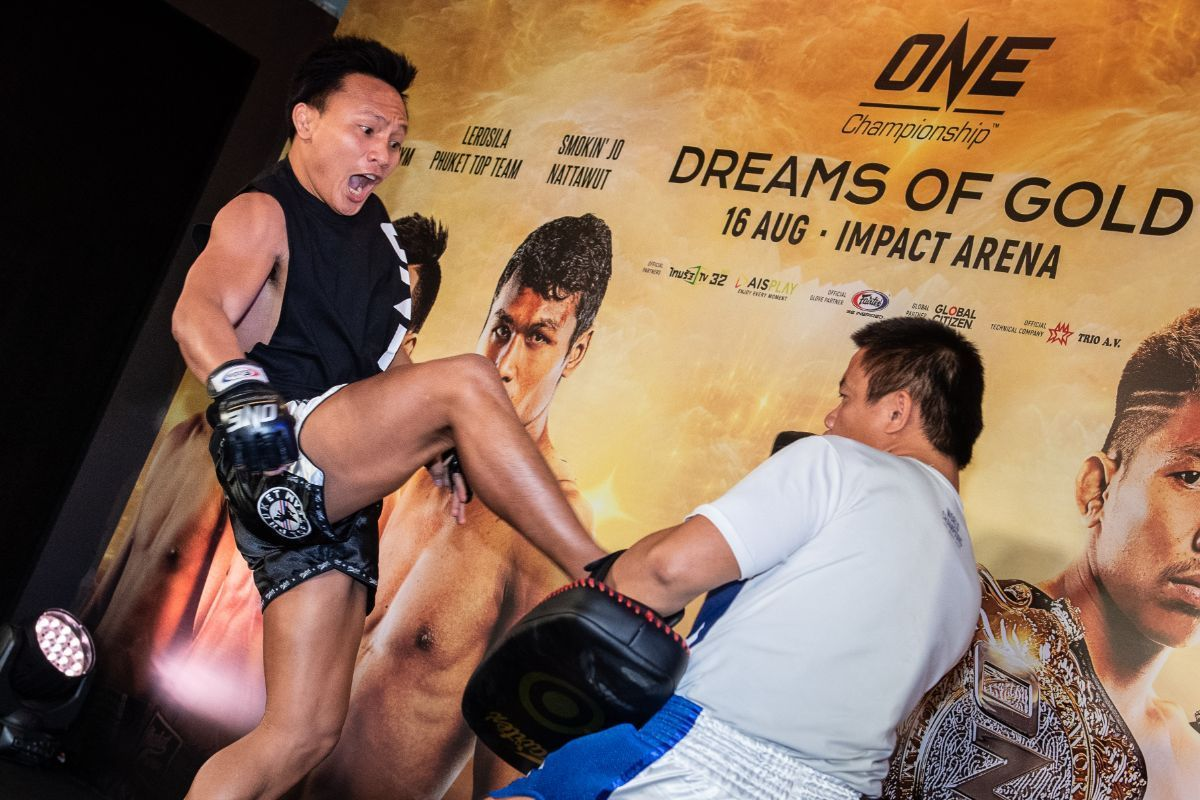 Lerdsila Phuket Top Team hits pads at the ONE: DREAMS OF GOLD open workout