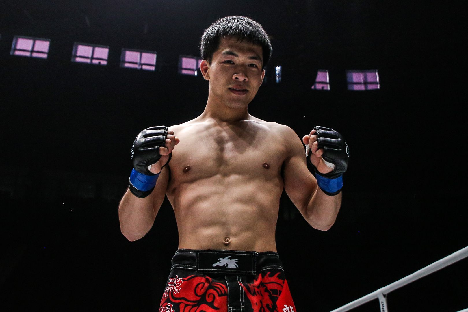 Chinese mixed martial arts Li Zhe is ready to fight!