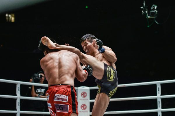 """Crazy Dog"" Dae Sung Park lands a left high kick at ONE: DAWN OF HEROES"