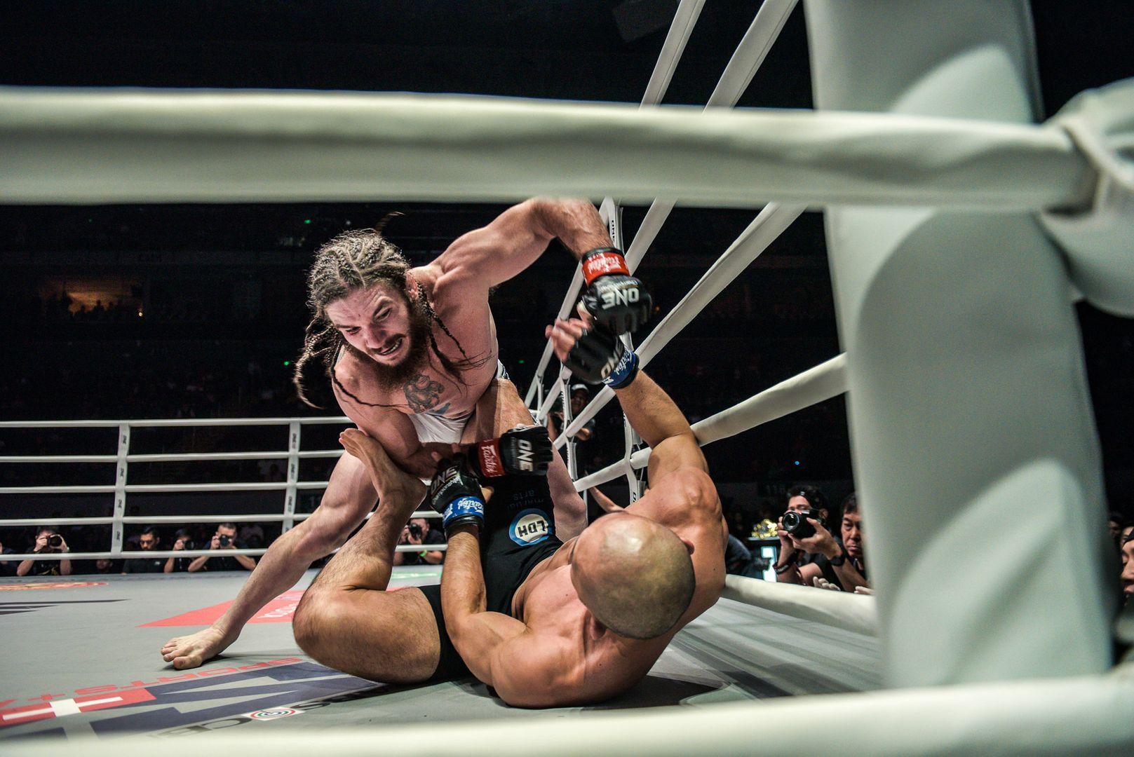 James Nakashima looks to drop a clean punch on Yushin Okami in Manila