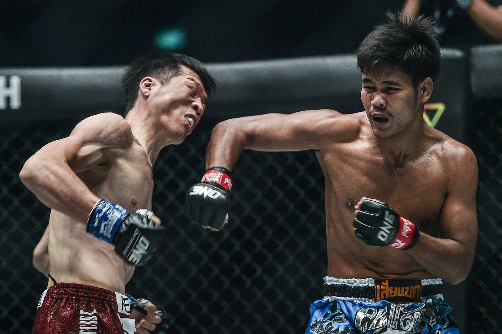 Muangthai PK.Saenchaimuaythaigym rocks Kenta Yamada at ONE DREAMS OF GOLD