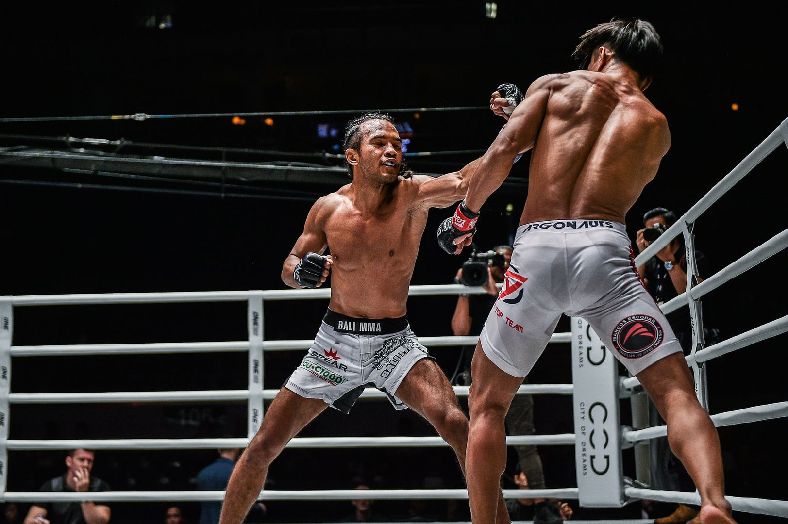 "Muhamad ""Jungle Cat"" Aiman defeats Sunoto by unanimous decision at ONE: DAWN OF HEROES in Manila, Philippines"