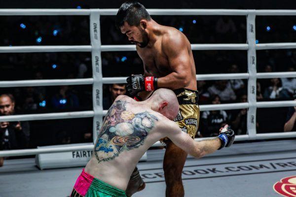 "Rodlek PK.Saenchaimuaythaigym defeats Andrew ""Maddog Fairtex"" Miller by knockout"