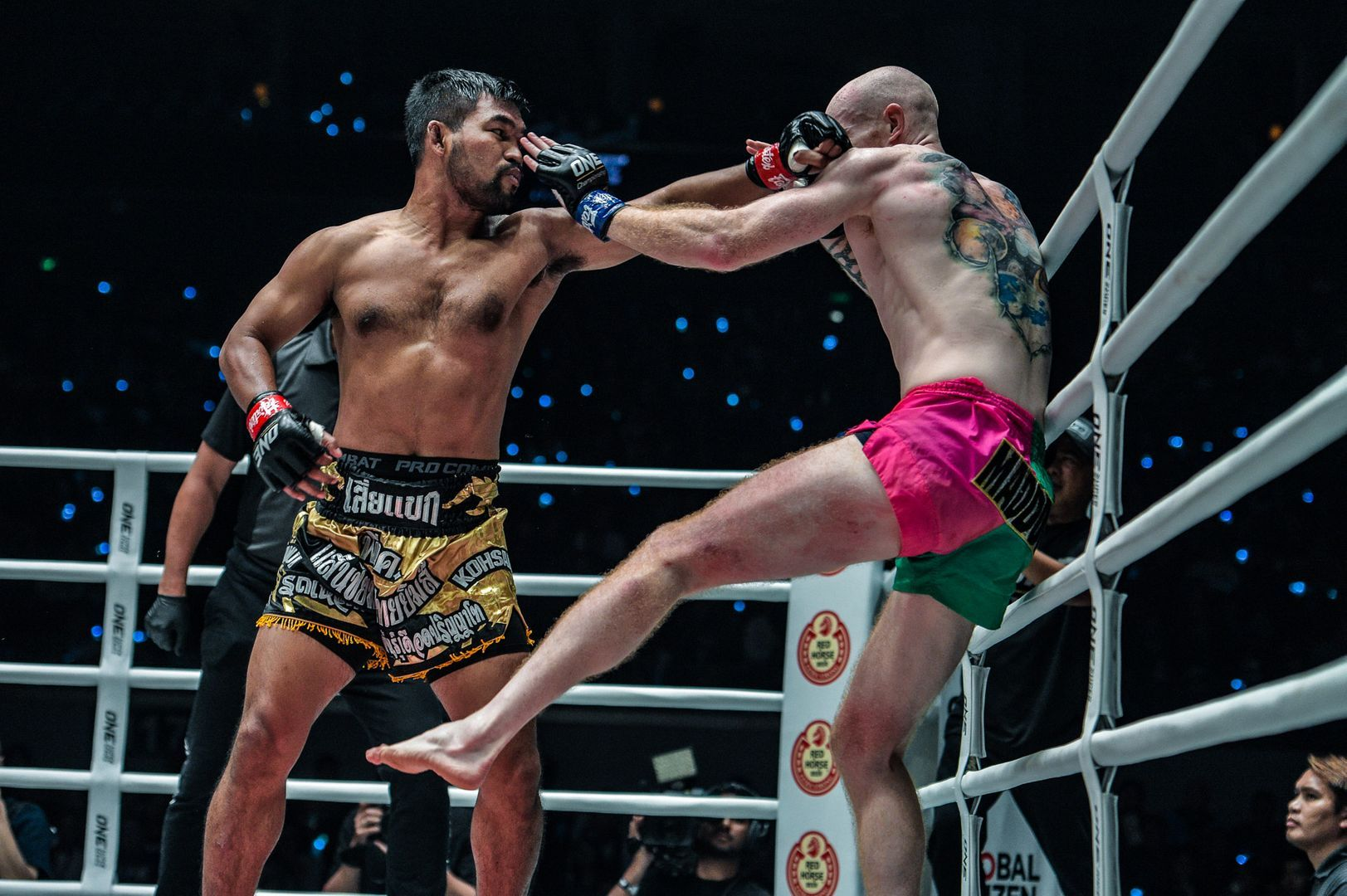 Rodlek PK.Saenchaimuaythaigym throws his left hand at Andrew Miller at ONE: DAWN OF HEROES.