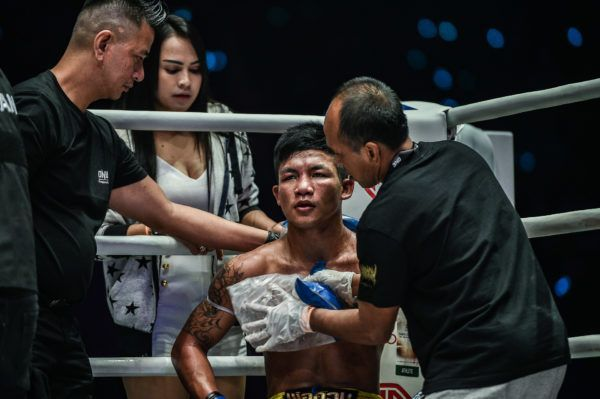 Rodtang Jitmuangnon takes advice in the corner between rounds at ONE: DAWN OF HEROES.