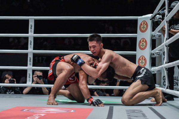 Chinese martial artist Xie Bin goes for a D'Arce choke on Edward Kelly