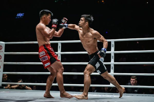 Japanese rising martial arts star throws a cross at former ONE Flyweight World Champion Geje Eustaquio