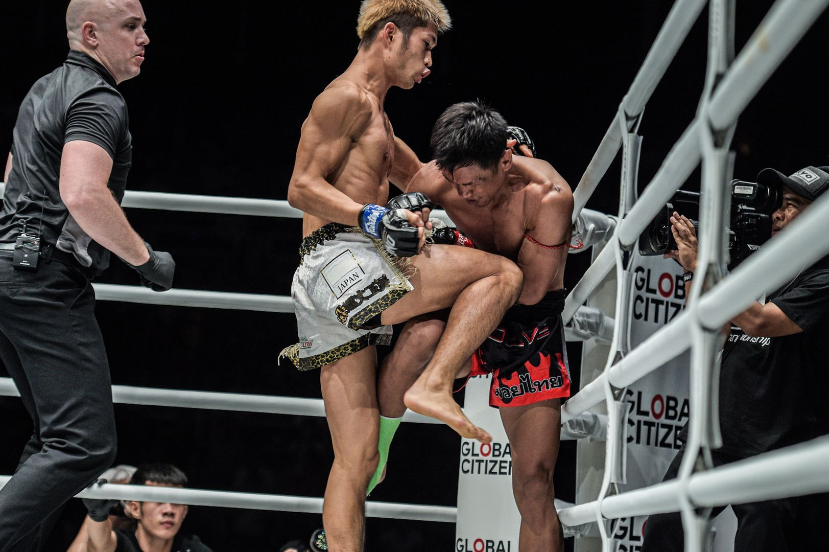 Kohei Momotaro Kodera knees Singtongnoi Por Telakun at ONE IMMORTAL TRIUMPH