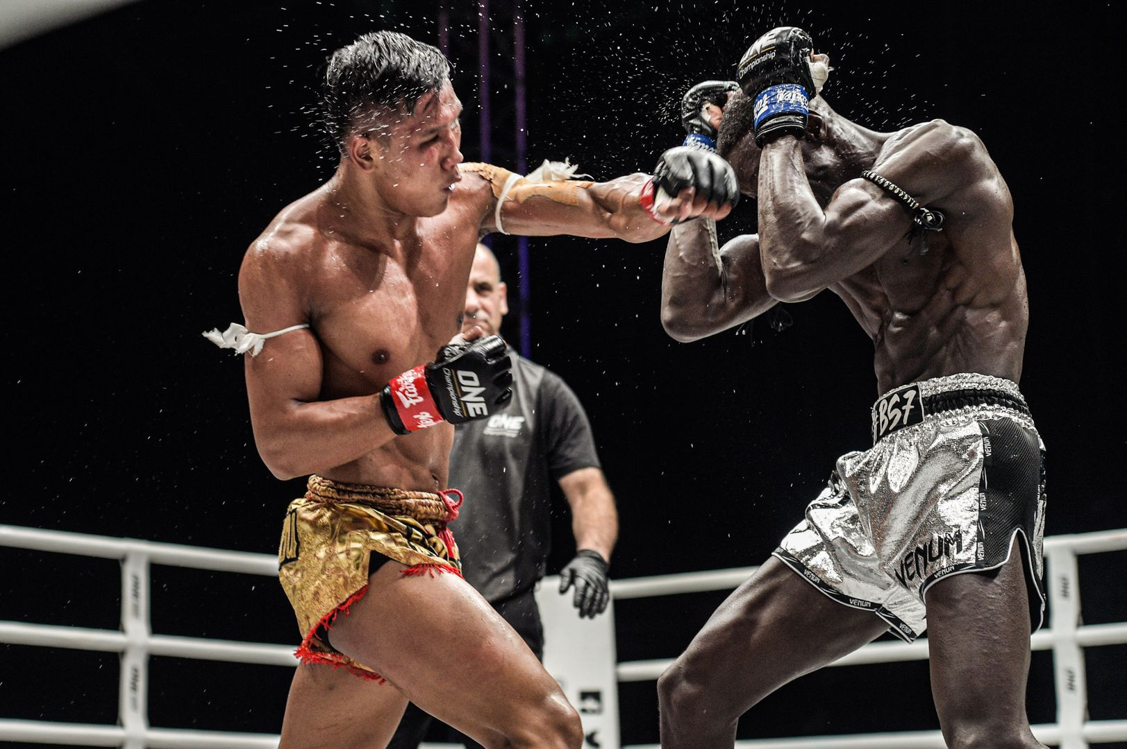 Muay Thai fighter Kulabdam hits the left cross