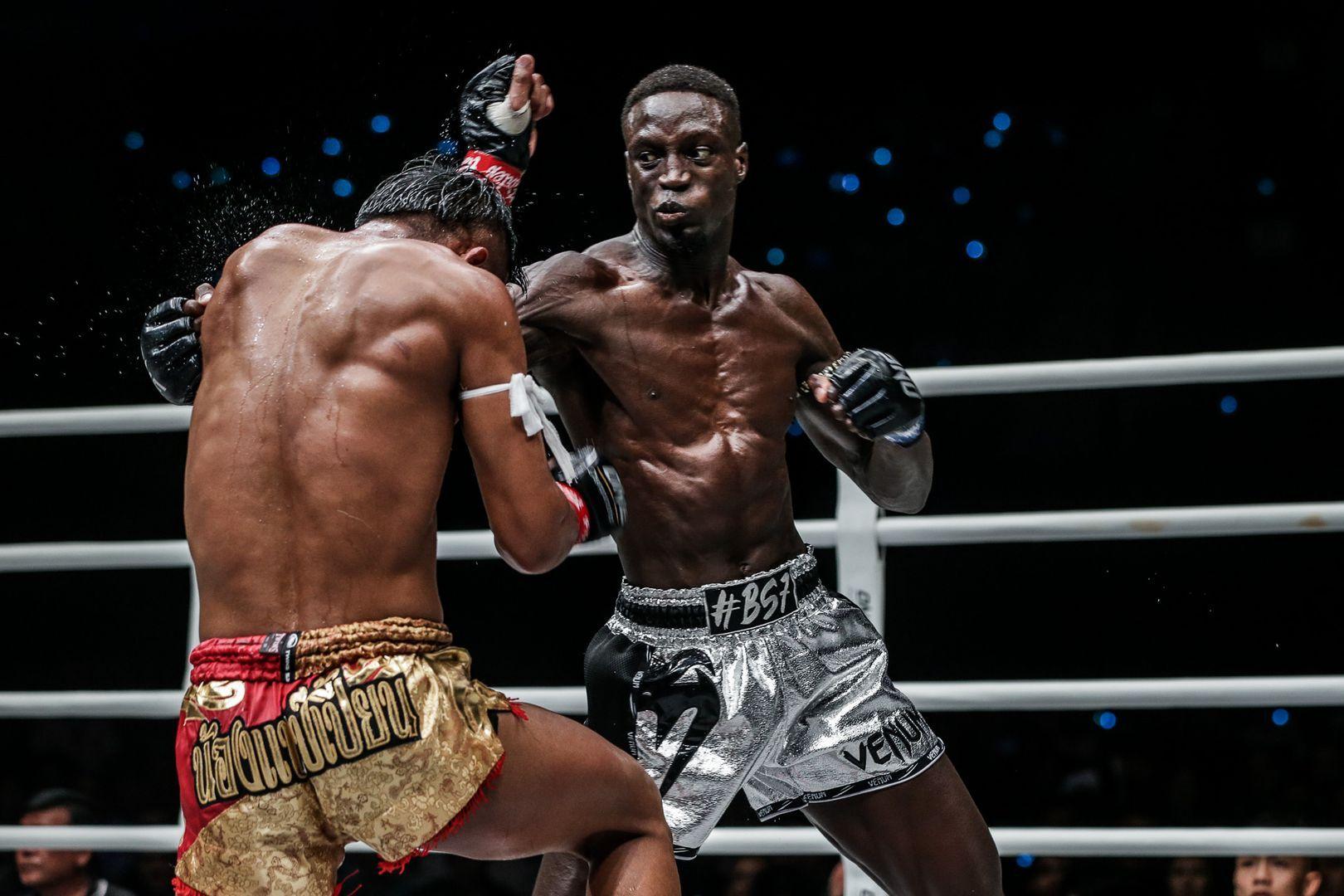 Bobo Sacko attacks Kulabdam with an elbow