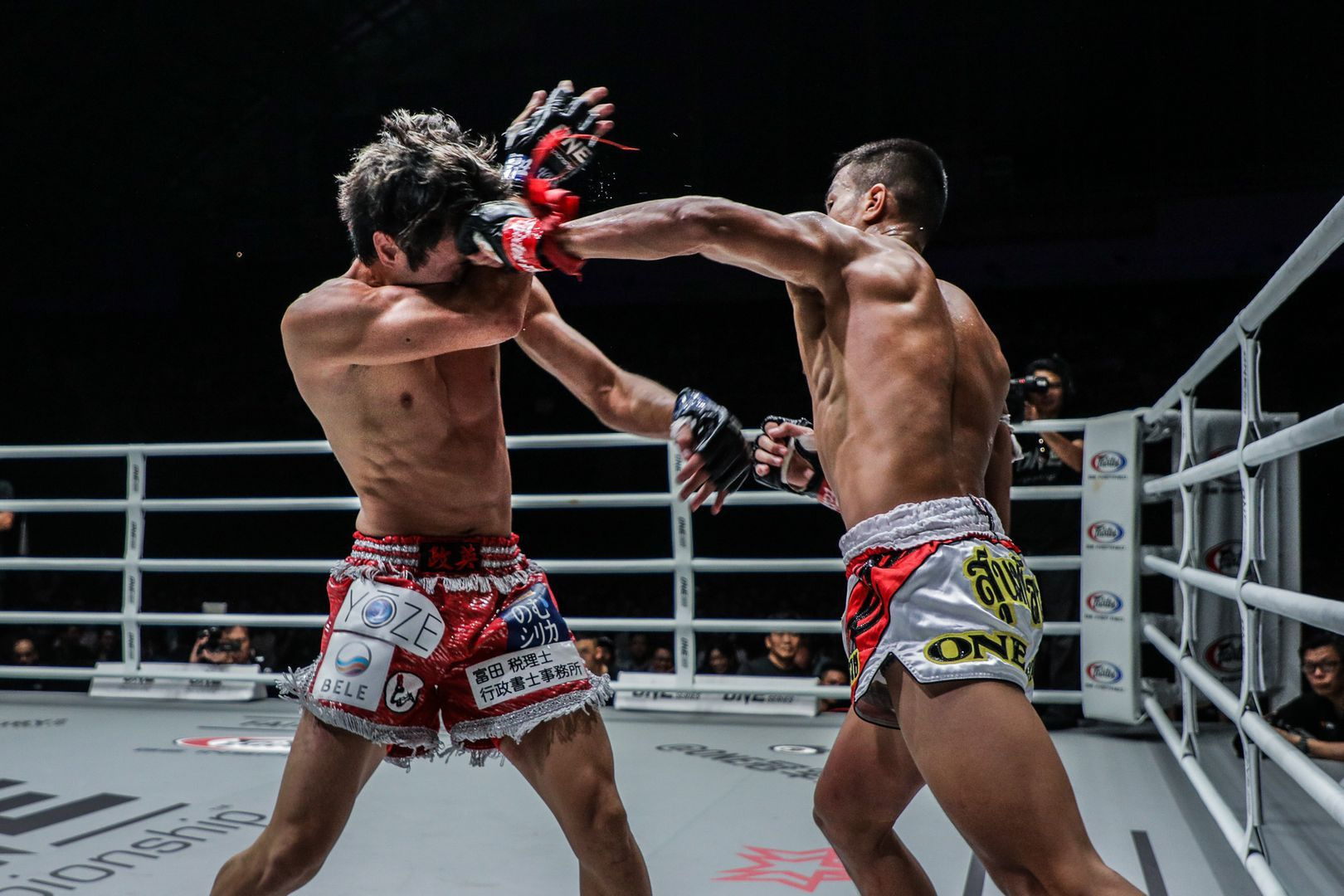 Panpayak Jitmuangnon keeps a high pace against Masahide Kudo at ONE: IMMORTAL TRIUMPH