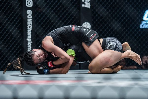 ANgela Lee submits Xiong Jing Nan with a rear-naked choke