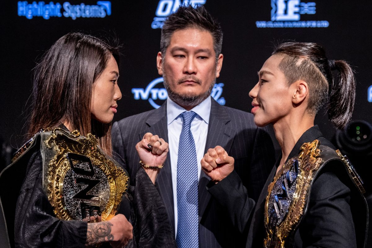 The final staredown between Angela Lee and Xiong Jing Nan before their match