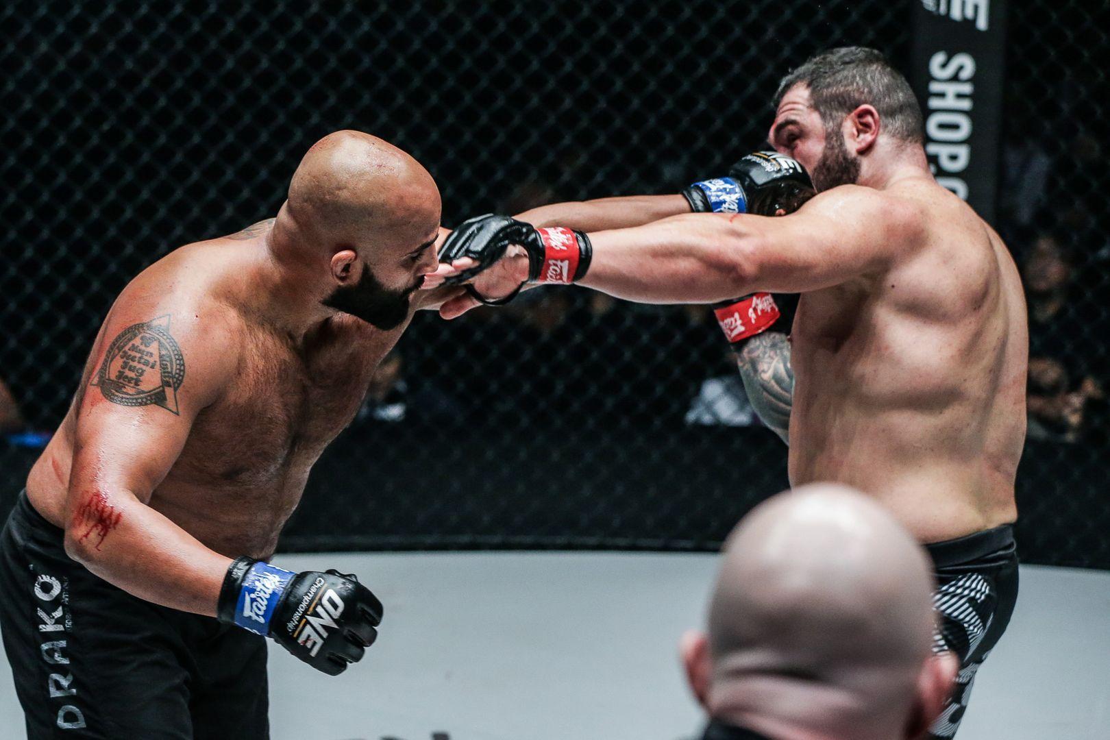 Arjan Bhullar attacks Mauro Cerilli at ONE CENTURY