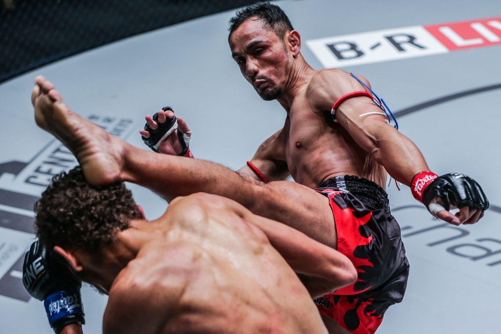 Sam-A GaiyanghadaoSam-A Gaiyanghadao kicks his opponent in the head