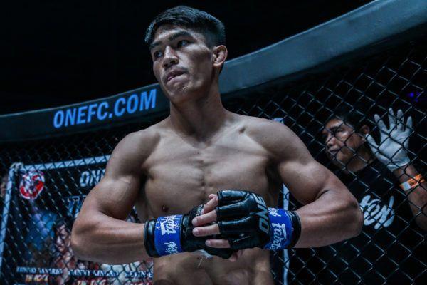 Filipino martial artist Danny Kingad gets ready to face Demetrious Johnson