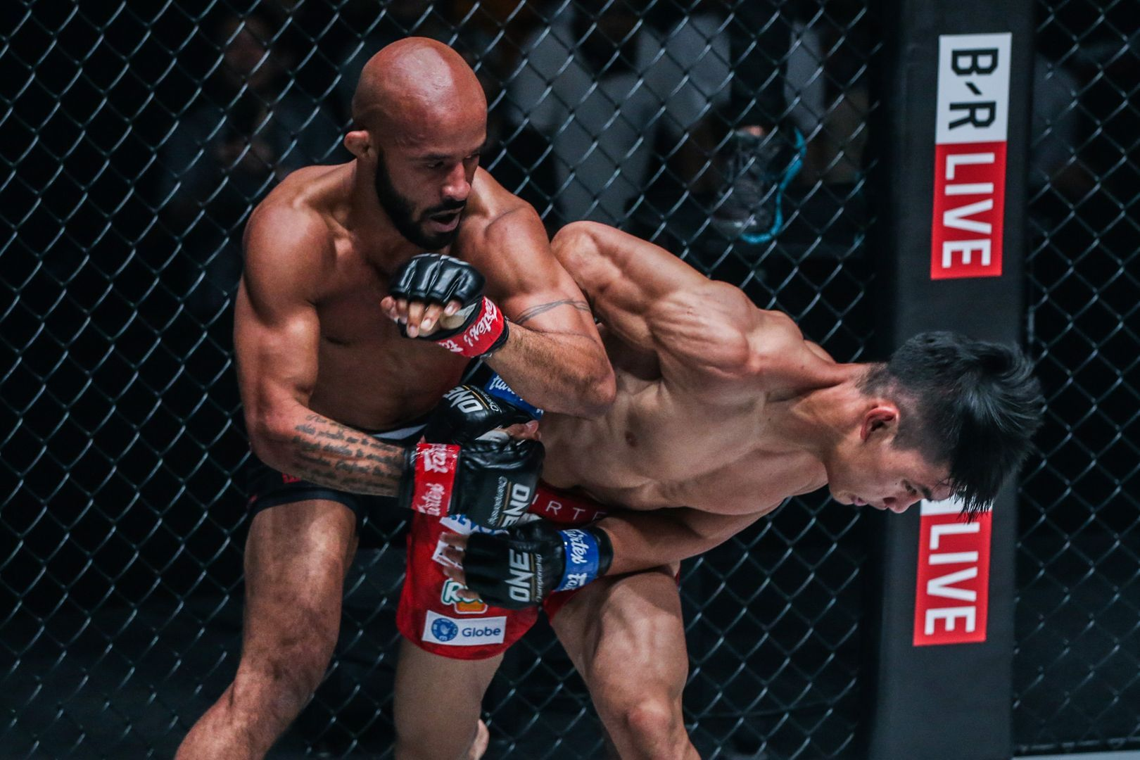 Demetrious Johnson battles against Danny Kingad