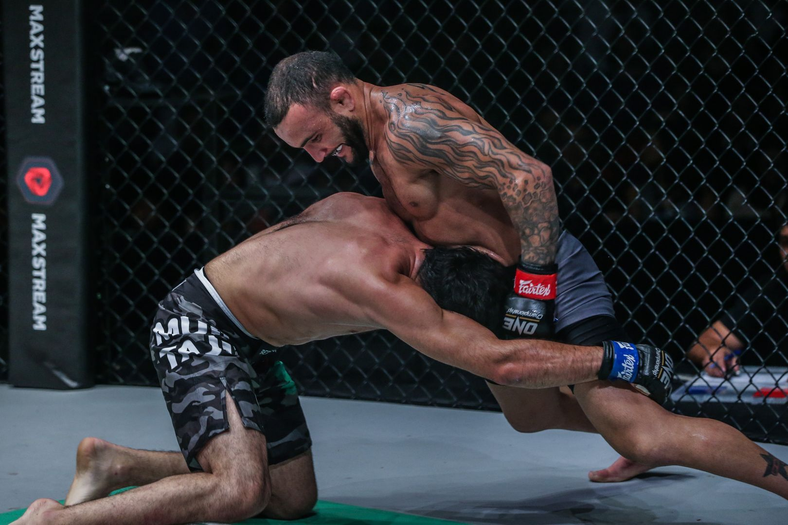 John Lineker defeats Muin Gafurov at ONE DAWN OF VALOR