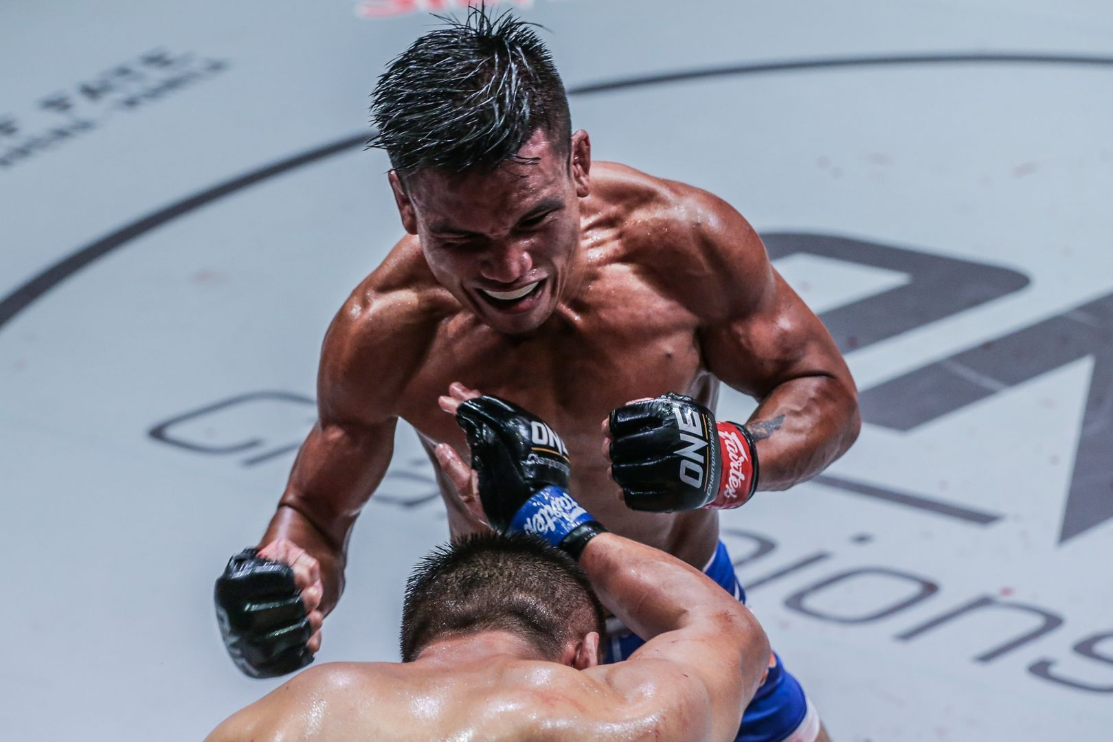 Mark Fairtex Abelardo strikes down China's Ayideng Jumayi in Jakarta, Indonesia in October 2019