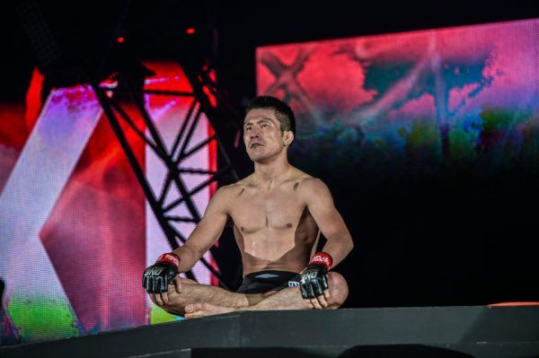 Shinya Aoki celebrates his defeat of Honorio Banario at ONE: CENTURY