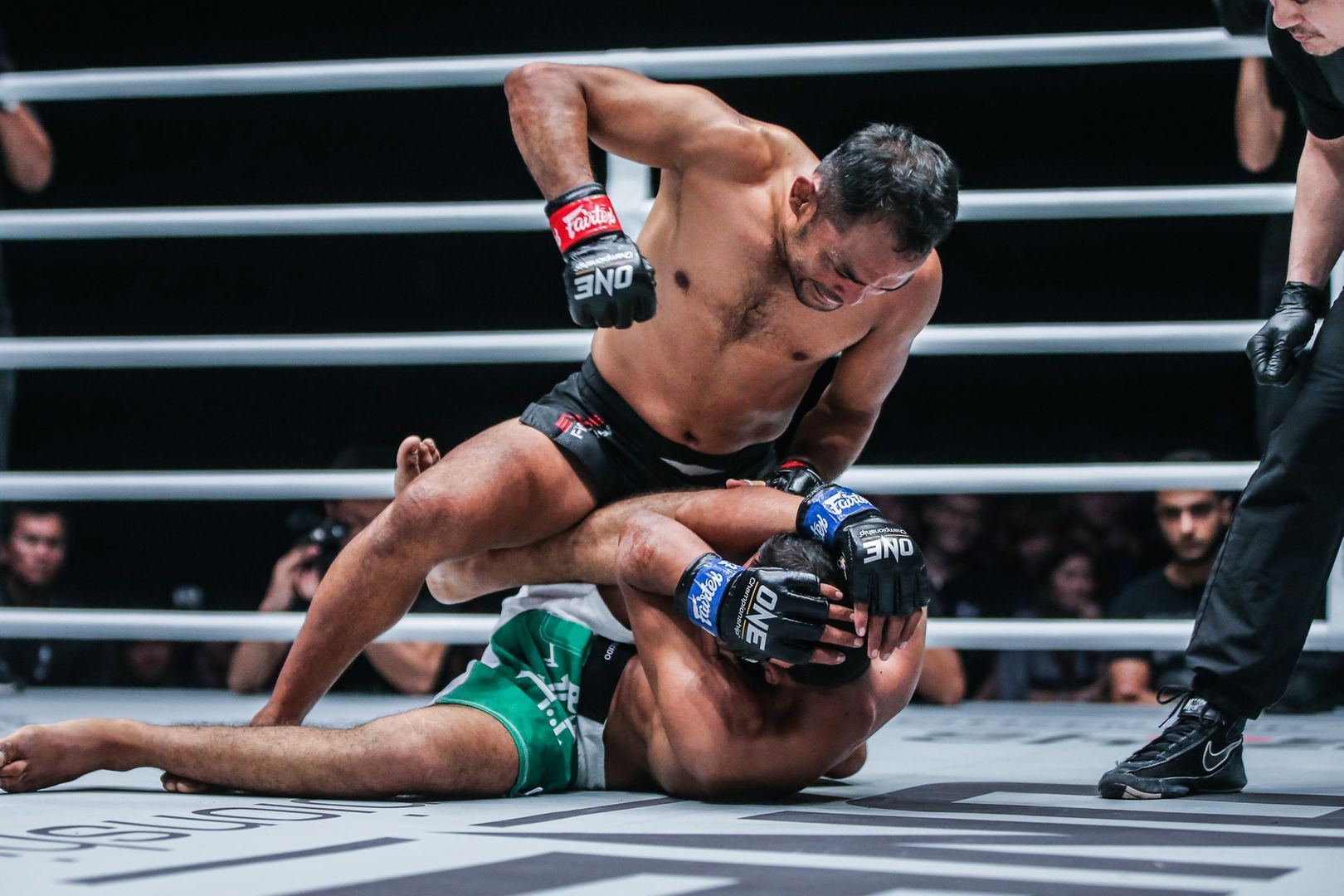 Dejdamrong Sor Amnuaysirichoke defeats Muhammad Imran at ONE EDGE OF GREATNESS