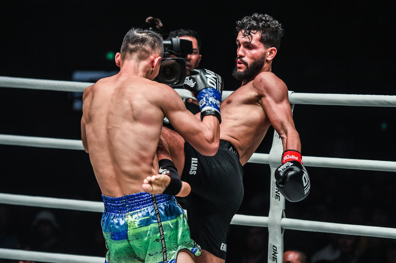 Ilias Ennahachi defeats Wang Wenfeng at ONE AGE OF DRAGONS in Beijing