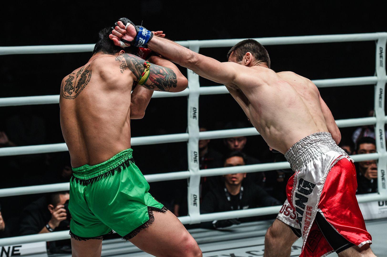 Jamal Yusupov attacks Yodsanklai