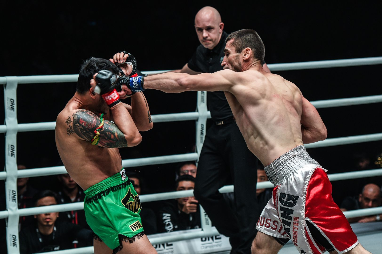 Jamal Yusupov defeats Yodsanklai at ONE AGE OF DRAGONS