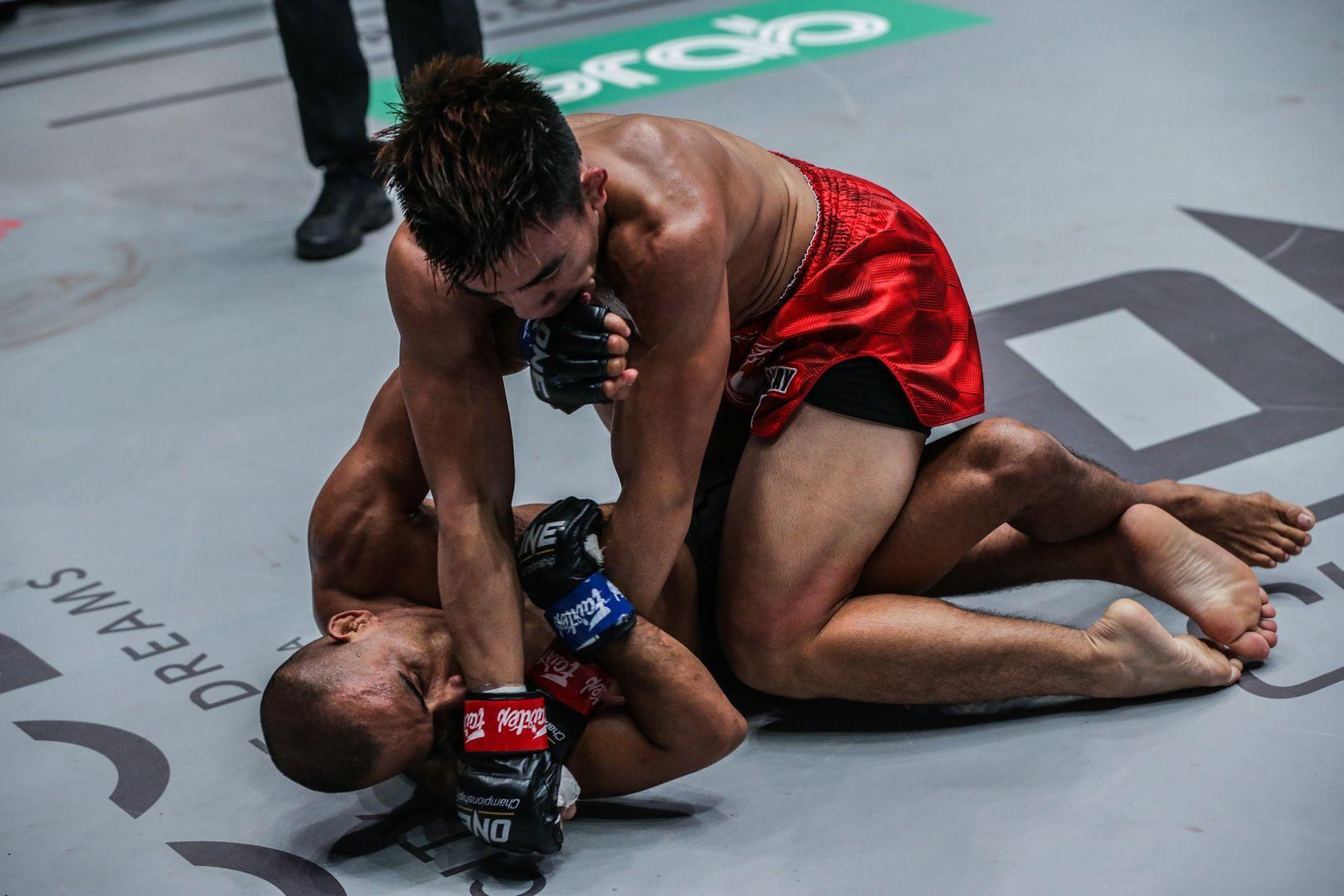 Filipino MMA fighter Joshua Pacio unleashes ground-and-pound on Rene Catalan