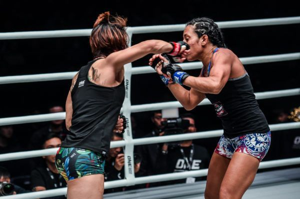 Meng Bo knocks out Laura Balin with one punch at ONE AGE OF DRAGONS
