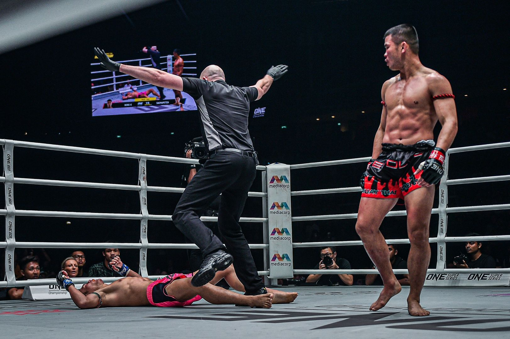 Nong-O Gaiyanghadao kncoks out Saemapetch Fairtex at ONE EDGE OF GREATNESS
