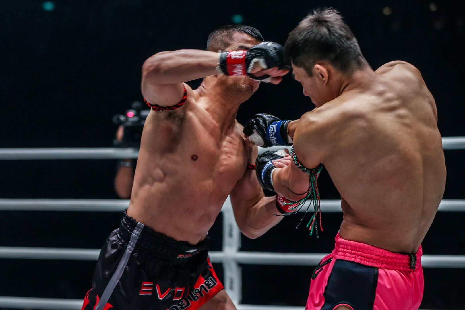 ONE Bantamweight Muay Thai World Champion Nong-O Gaiyanghadao hits a clean cross on Saemapetch Fairtex