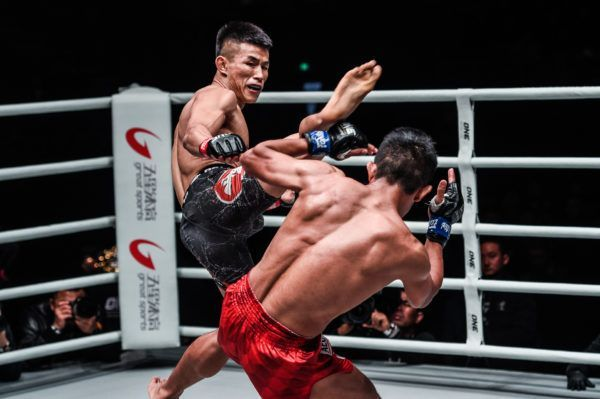 Tang Kai defeats Edward Kelly in China