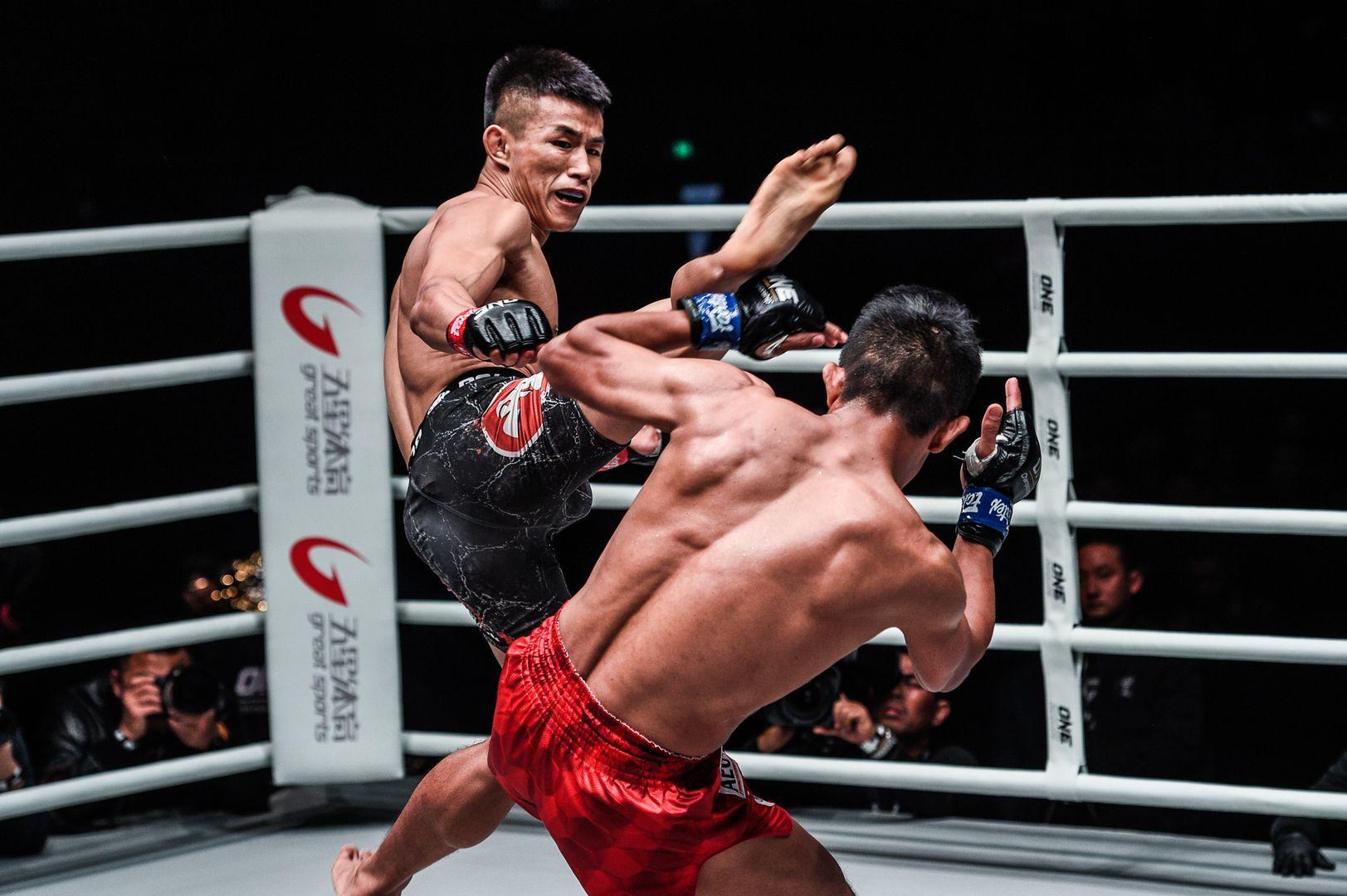 Tang Kai defeats Edward Kelly in China
